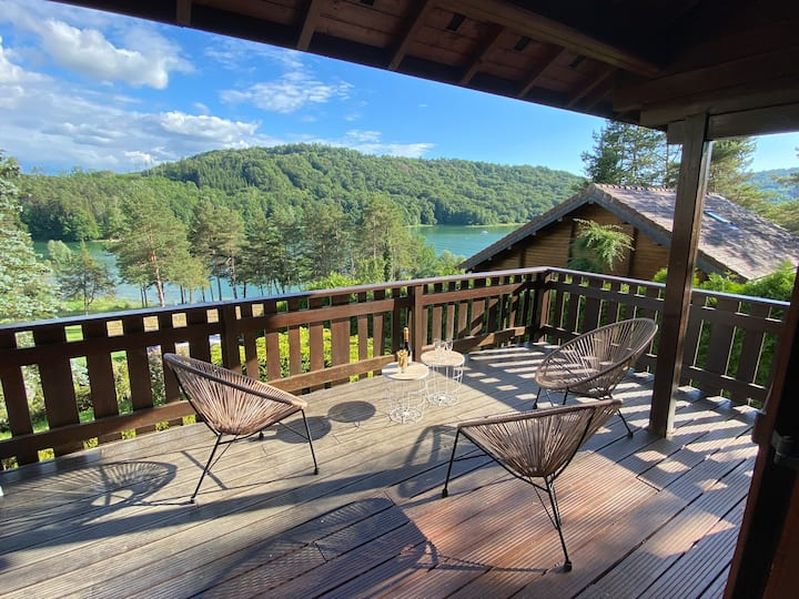 Chalet Jura vue splendide sur le lac de Vouglans