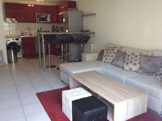 2P en hyper centre avec piscine l'été - Salon-de-Provence - Apartamento