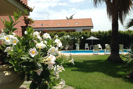 Monolocale in Villa con Piscina - Mascalucia - Bed & Breakfast