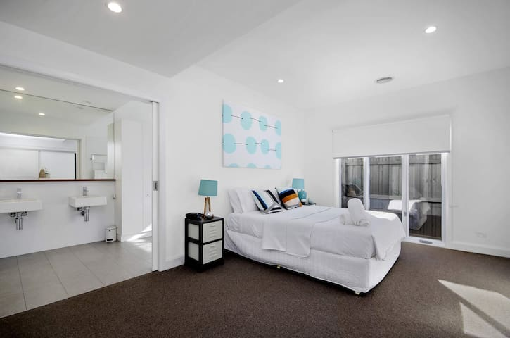 Spacious master bedroom and en suite, highest quality mattress