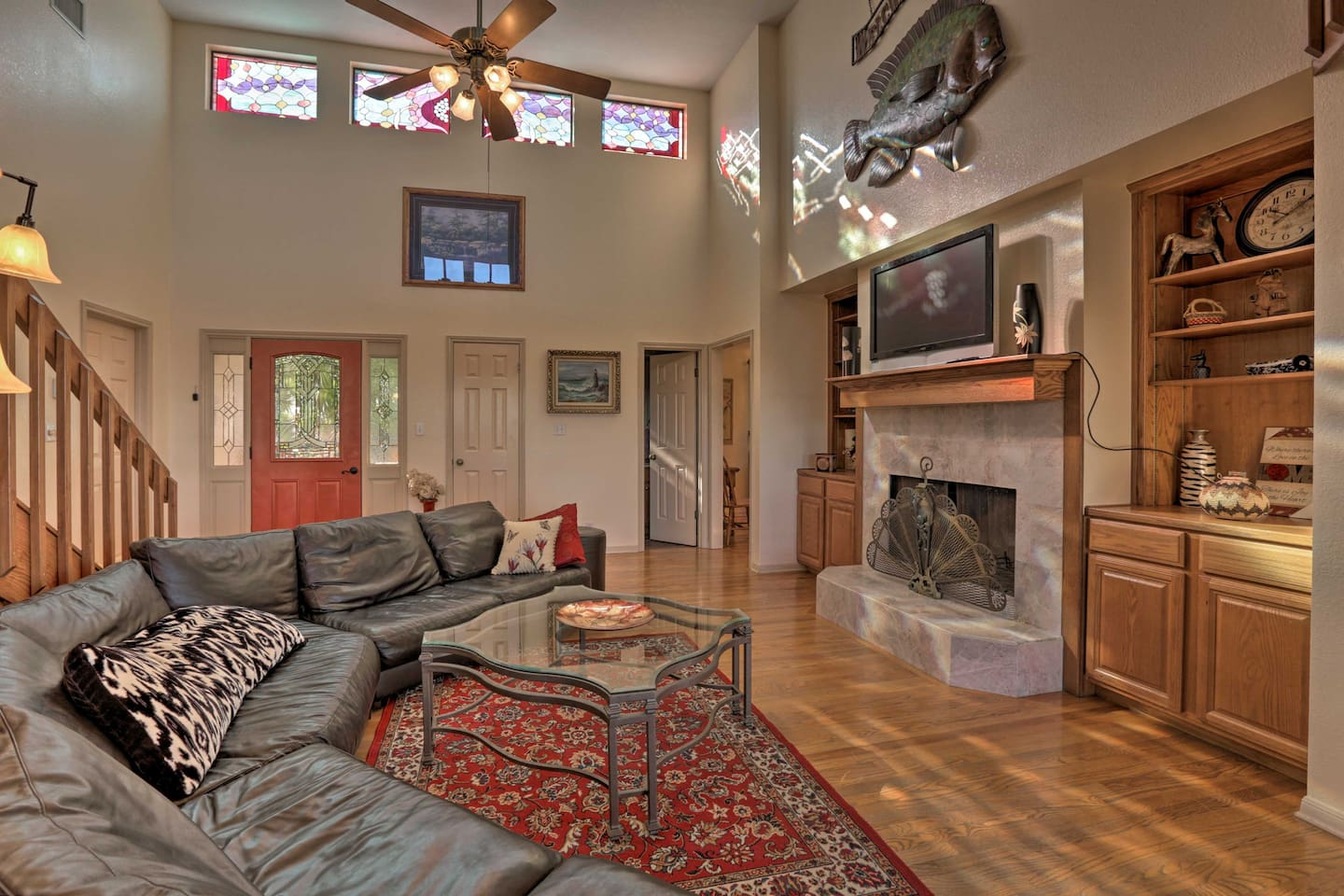 This Canyon Lake home awaits your group of 6 guests!
