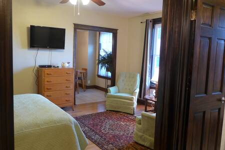 Lovingly Furnished Studio In Heart Of St. Louis - St. Louis - Leilighet