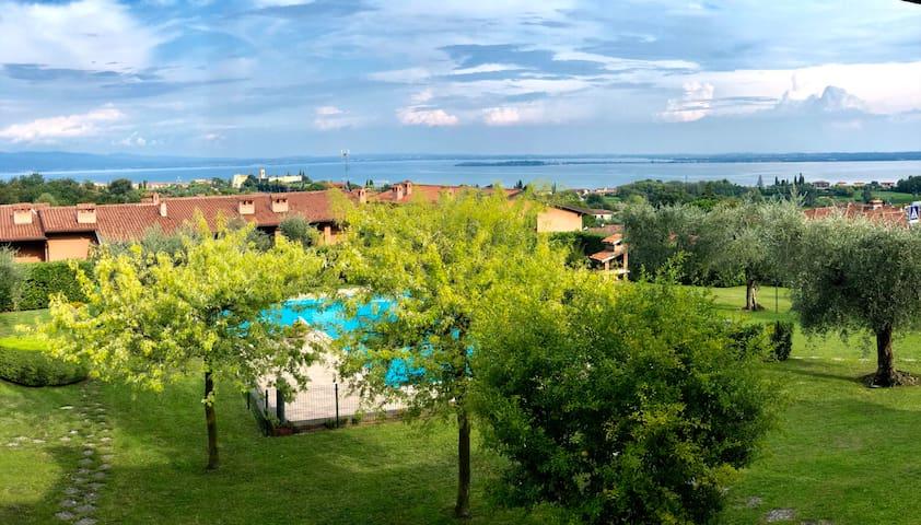 Appartamento con piscina e vista sul lago di Garda
