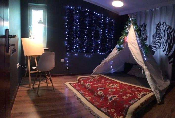 五里河公园奥体商圈长青商圈ins风民宿个性适合拍照舒适私密浪漫帐篷河景大床房