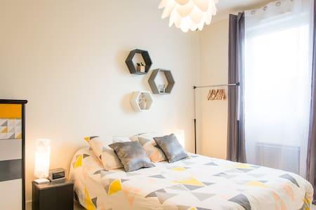 Chambre agréable avec sa SDB privée - La Roche-sur-Yon