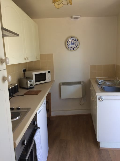 Kitchen with oven/hob, microwave & fridge/ wall heater
