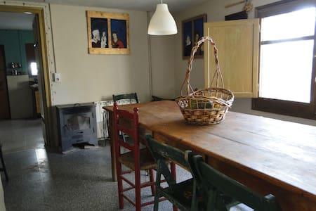 Casa a  19€ noche- Home 19€ Night - Lleida - Hus