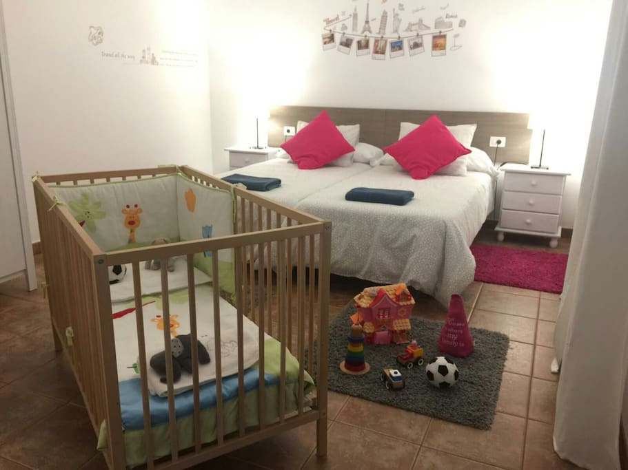 Habitación  para una familia con bebe