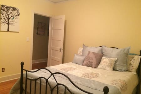 Affordable, quiet room near GRU and downtown - Augusta