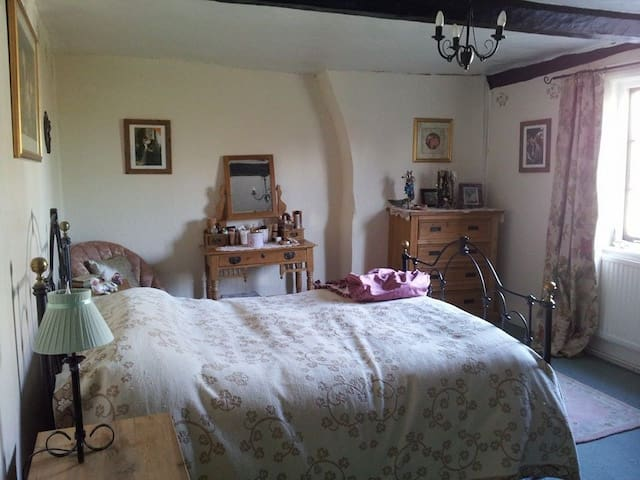 Gorgeous Room in Listed Buliding! - Bromham
