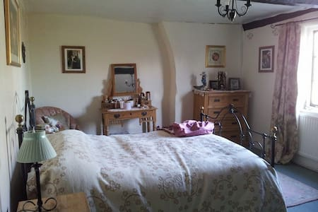 Gorgeous Room in Listed Buliding! - Bromham - Ház