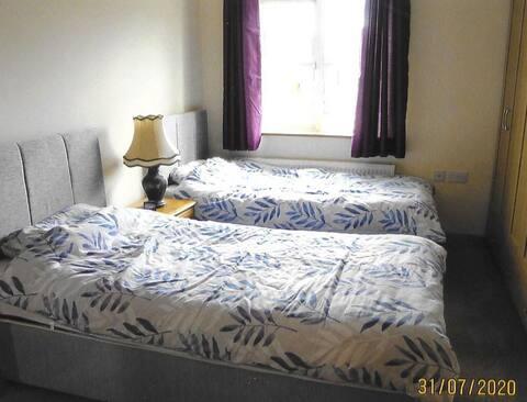 Castlebaldwin Country Residence  (2 single beds)