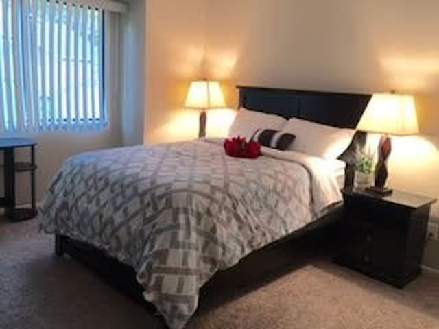 private relax Bed room Private Bathroom for rent - Azusa - Apartment