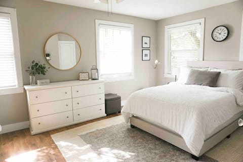 Bright Room in the Heart of Tally w/Private Entry