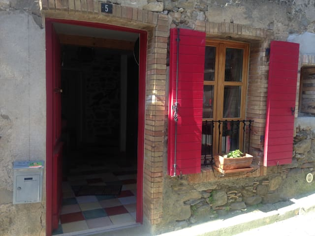 Gîte de la Porte Rouge - Montlaur - Apartment