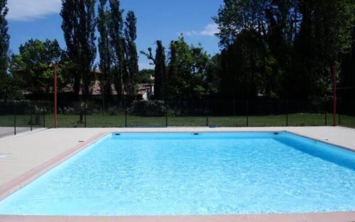 Chambre privée en résidence avec piscine
