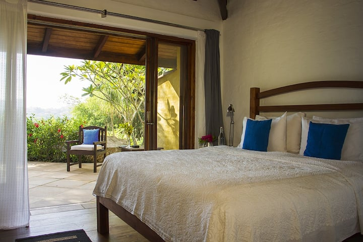 Garden Bedroom - Bougainvillea Retreat