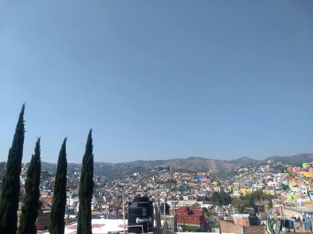 BELLA HABITACIÓN CON TERRAZA