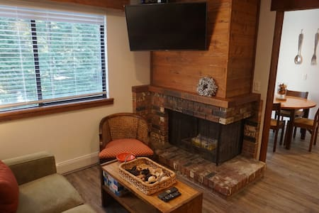 Just renovated beautiful Studio Whistler Creekside