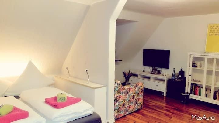 TOP renoviertes Zimmer mit seperatem Eingang / Bad