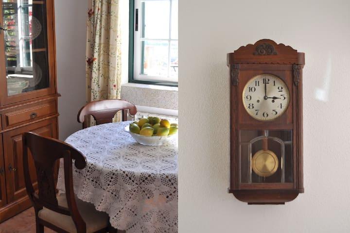 Living Room - Table / Clock