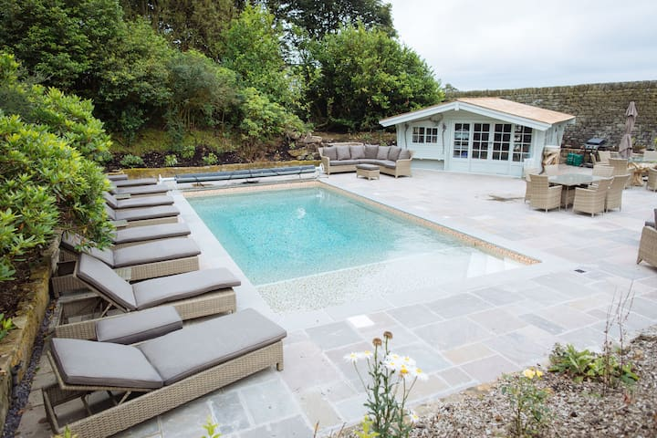 Moscar Lodge, Luxury Peak District Property