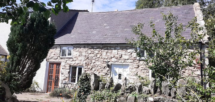Characterful Farm Cottage off the beaten track