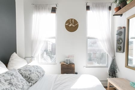 Cozy and Bright One Bedroom in BK