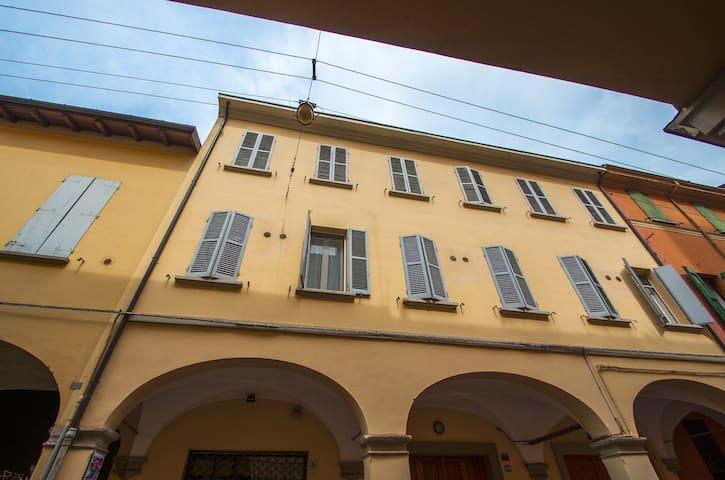 Confortevole appartamento nel centro di Bologna - Boloña - Bed & Breakfast