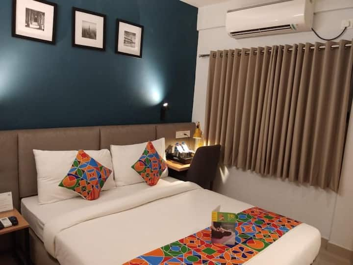 Deluxe Couple friendly Room EM Bypass Kolkata