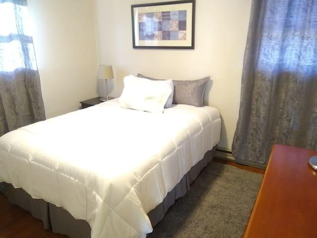 Quiet Queen Bedroom in Plymouth Meeting