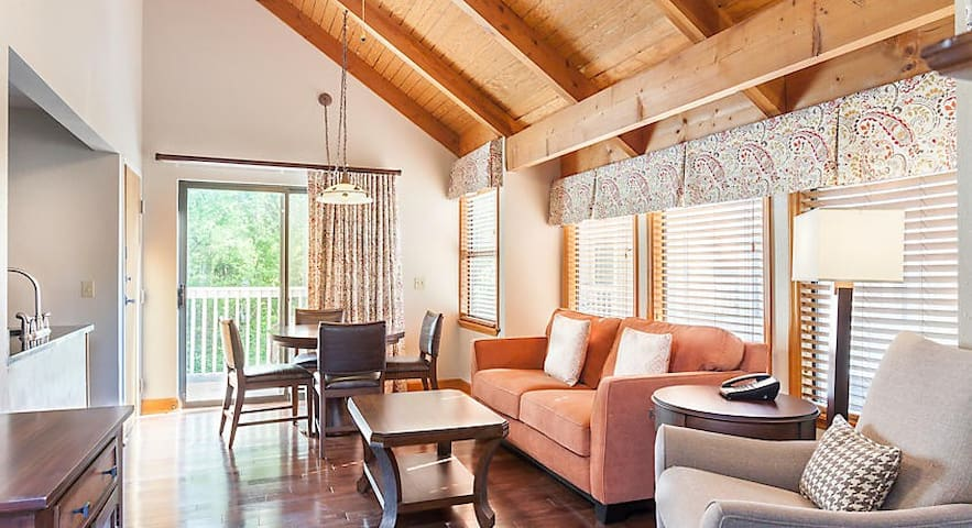 MOUNTAIN LOFT AT GREAT SMOKY MOUNTAINS - 1 BEDROOM