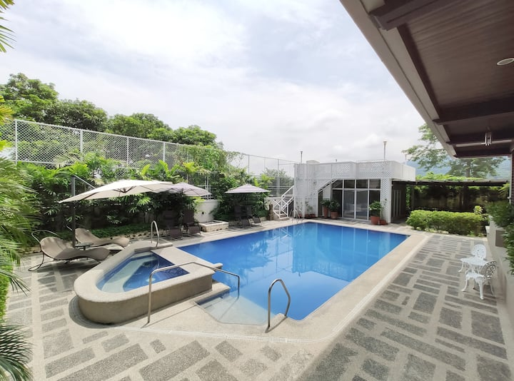 ★ Spacious Private Villa w/ Hot Spring & Pool