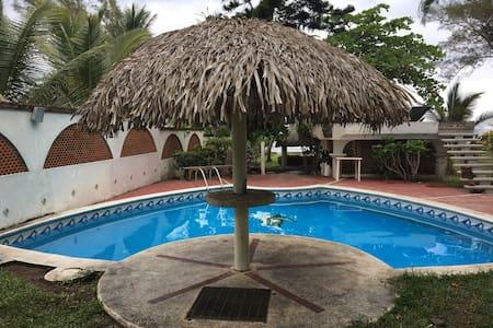 Amplia casa en la playa en Costa Esmeralda, Ver