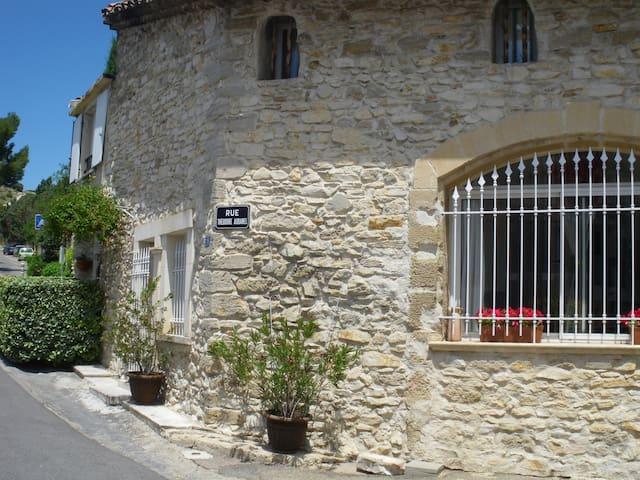 Belle maison de village au charme provençal 95m² - Caumont-sur-Durance - Apartamento