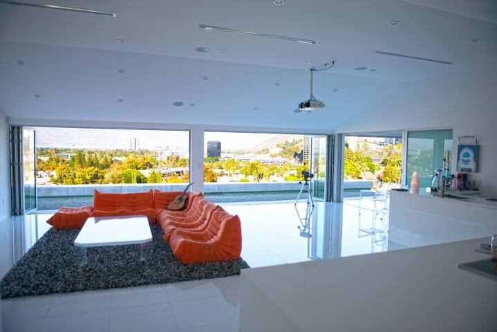 Modern Studio City House in Hollywood Hills - Los Angeles - House