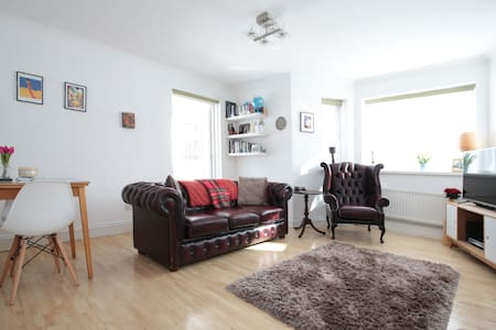 Private Room, 3 mins from Station - London - Wohnung