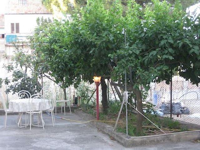 Appartamento in casa vacanza con vista su giardino - Locri