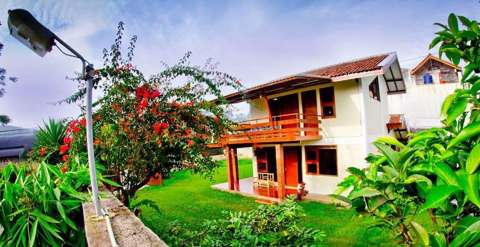Prananto's Villa - Lembang - Huvila