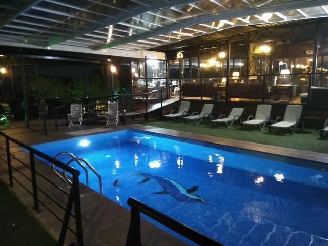 CASA RURAL  Granja y piscina LA TEJERA DE LOZOYA.