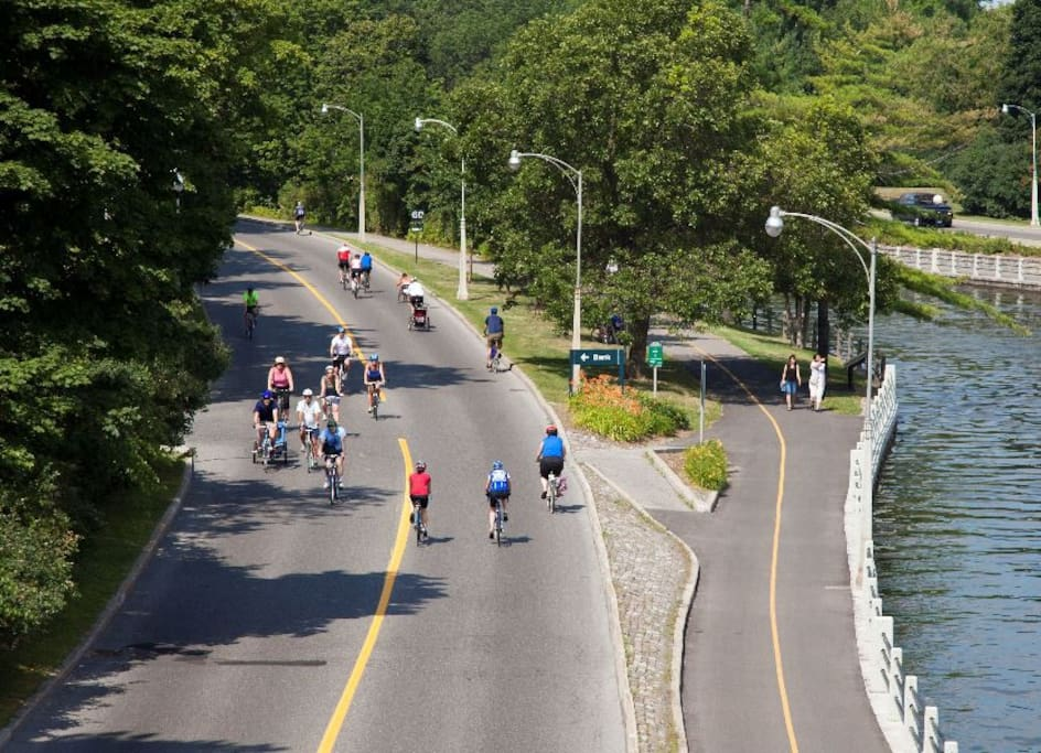 Canada's Capital Region is home to the Capital Pathway network, one of the largest in North America. More than 600 kilometers of multi-use paths link superb natural areas, parks, gardens, museums and attractions.   We're a 5 minute walk to the canal.