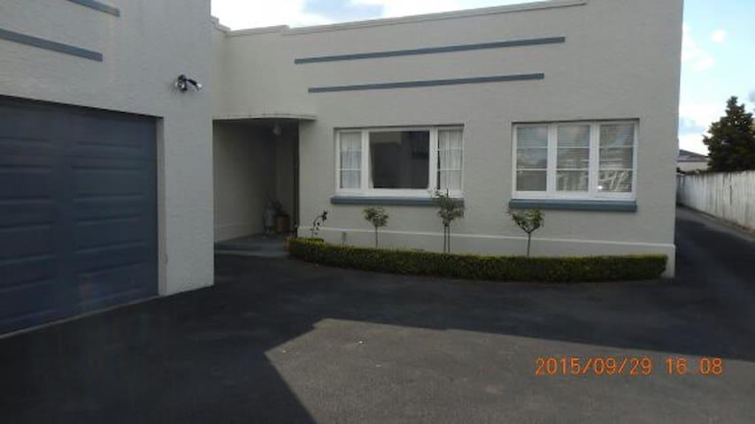 Art Deco on Te Aroha  Street