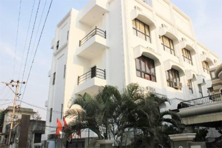 Cozy standard room in Hyderabad Banjara Hills