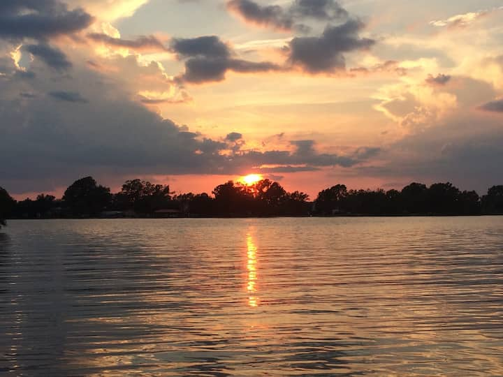 Cozy Lake Living