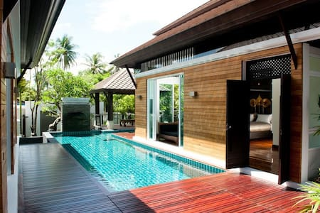 Luxury Villa with 3 POOL access bedrooms - Tambon Rawai
