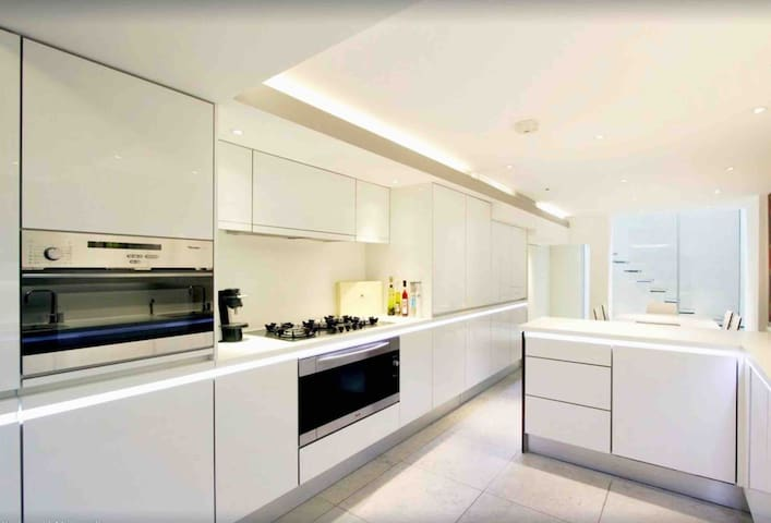 Stunning 2 Bed, Central London West End House!