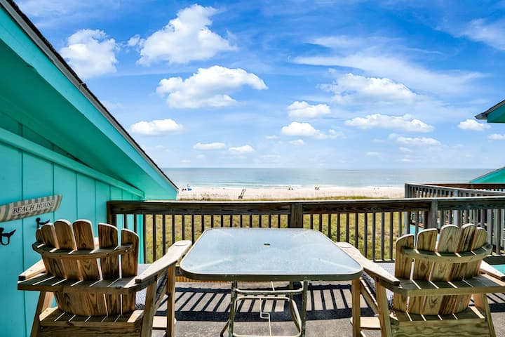 Newly Renovated 2B/2B  Oceanfront & Pool Sleeps 7