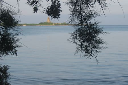 Située face à Saint Vaast et au Fort de la Hougue - Morsalines - Дом