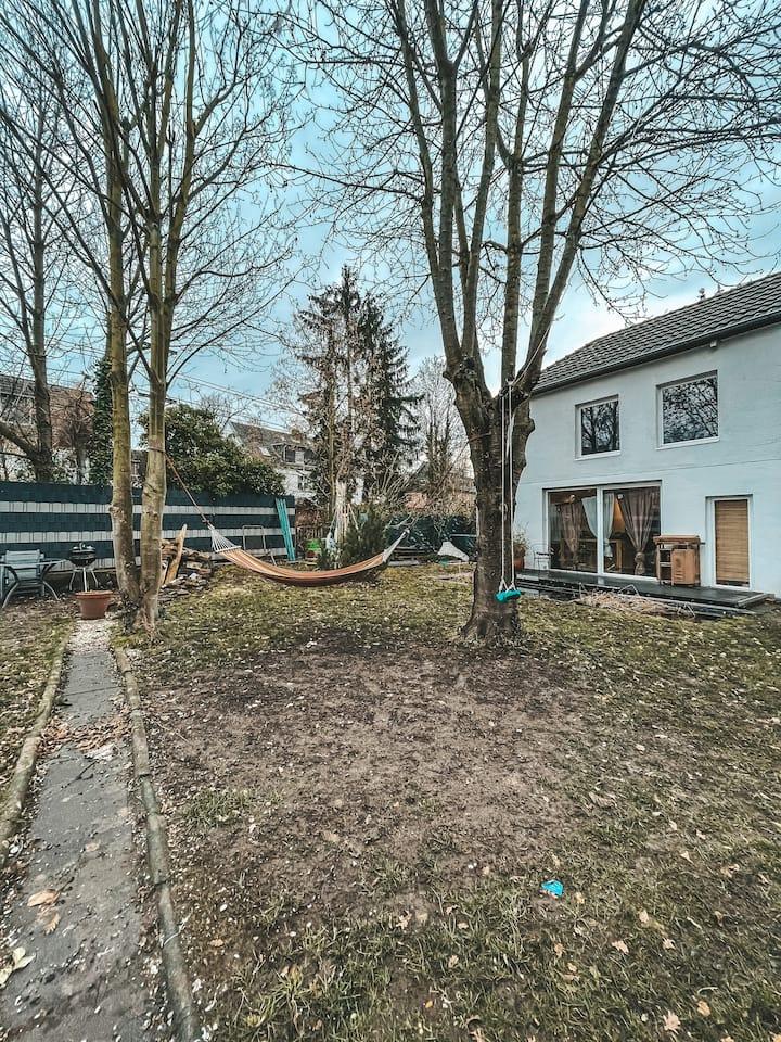 Gemütliches Haus mit Garten und Whirlpool