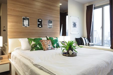 Stay wild and Light -1bedroom @trendiest location - Bangkok